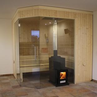 Holzbefeuerter Saunaofen mit Glasfront
